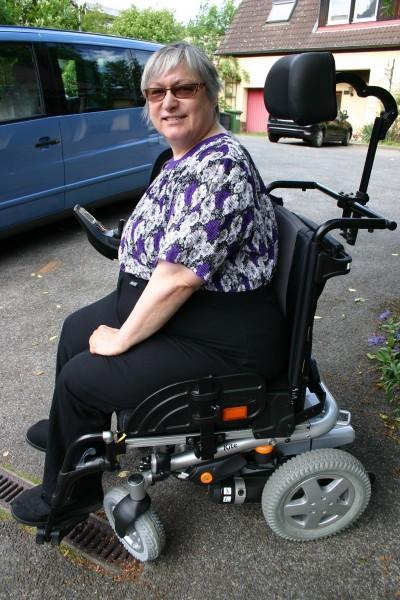 Rollstuhlhose-extra-gross-schwarz